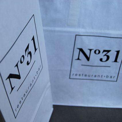 Restauracja też klient, torebki papierowe musi mieć ;)